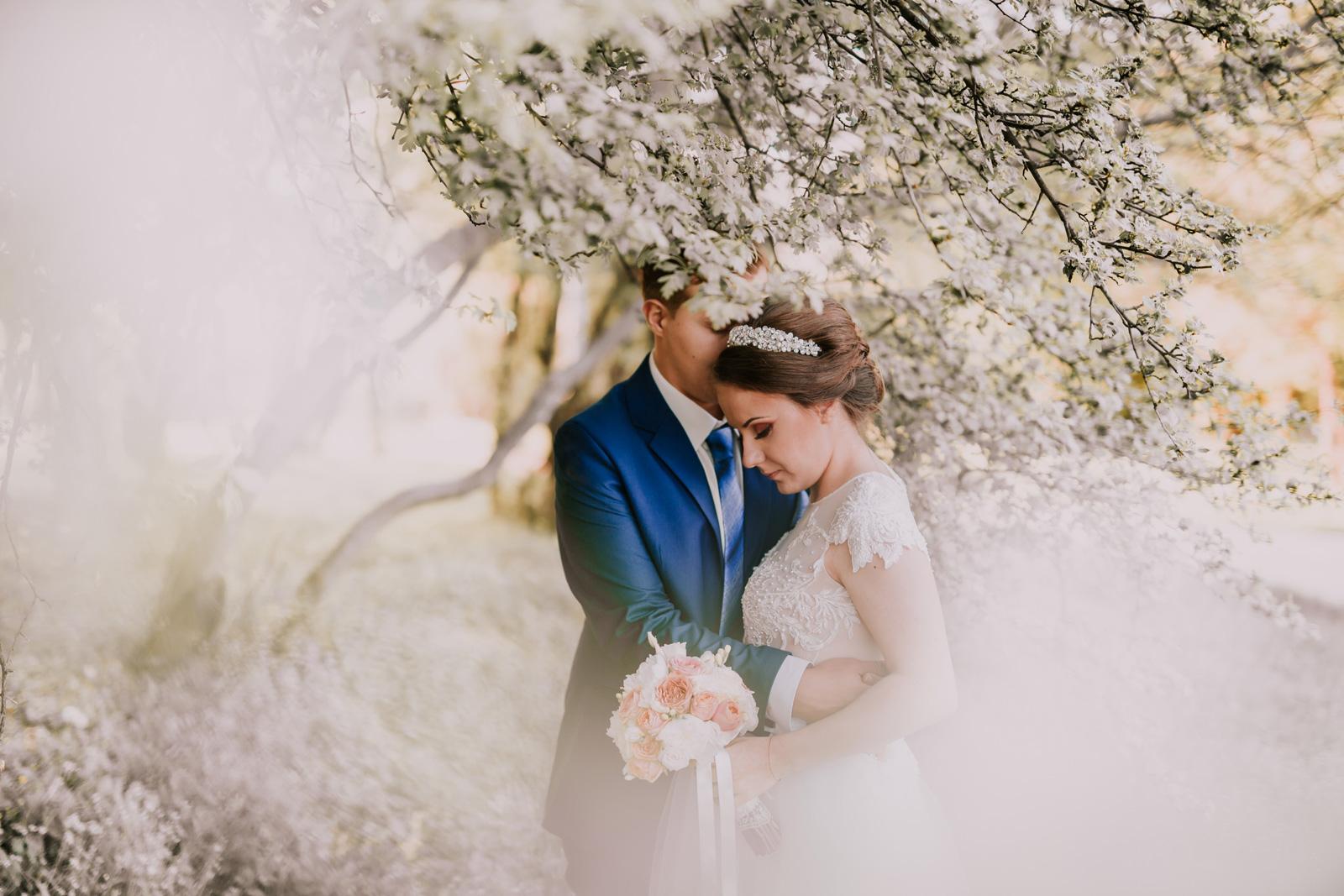 Пролетна сватба, предимства и недостатъци